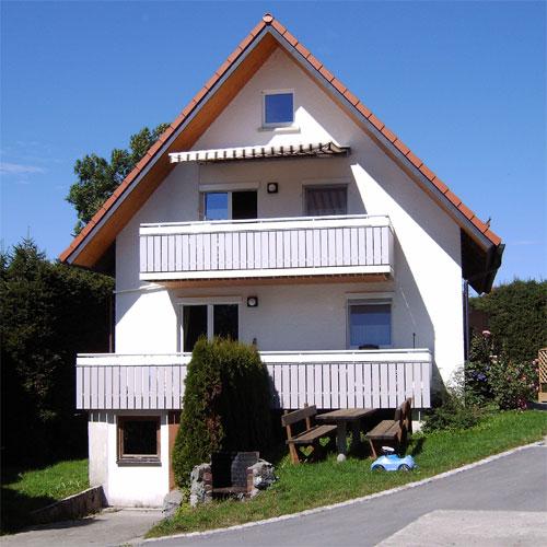 Das Ferienhaus Geray am Ortsrand von Eintürnen mit 2 Wohnungen